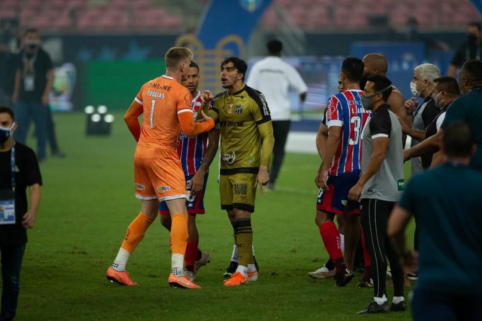 Jogadores de Ceará e Bahia se desentendem