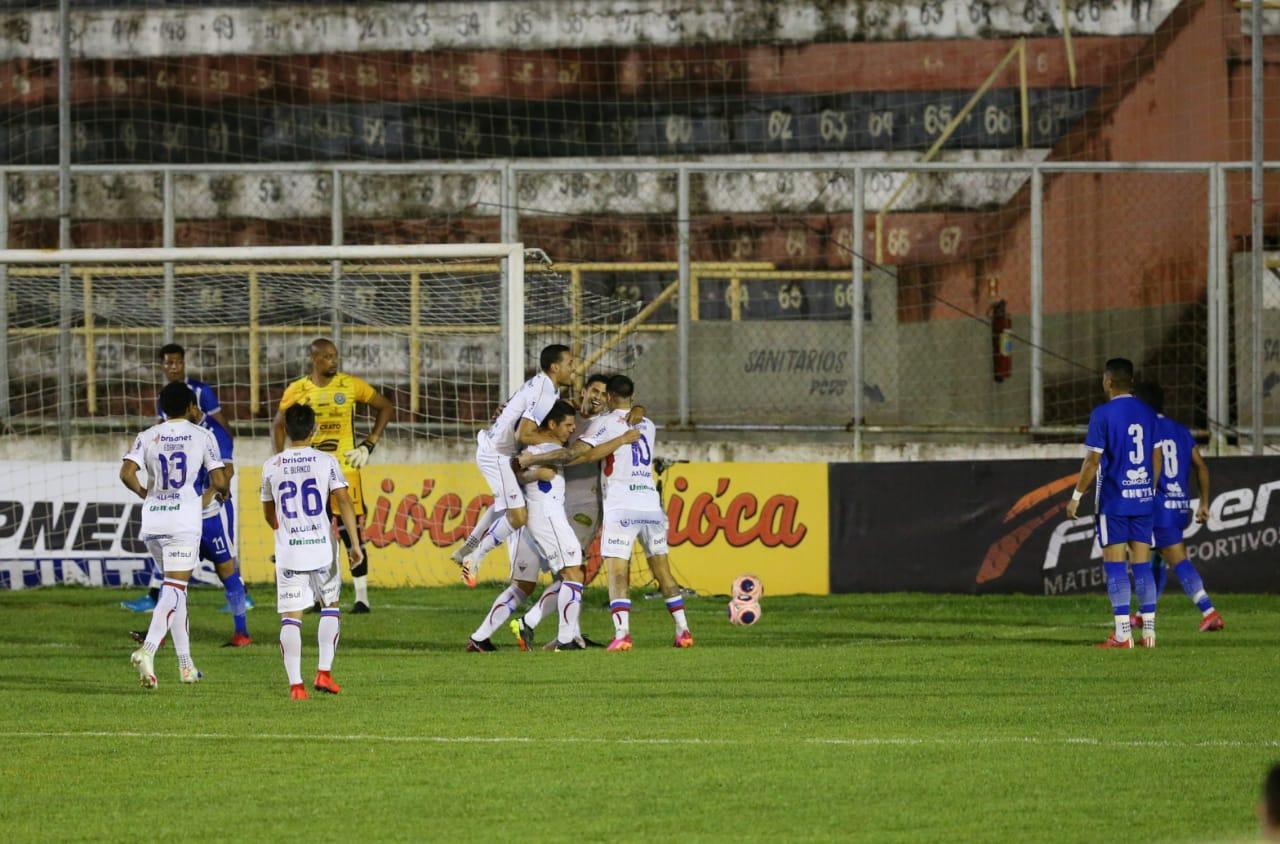 Legenda:Wellington Paulista marcou duas vezes para o Fortaleza Foto:Fabiane de Paula/SVM