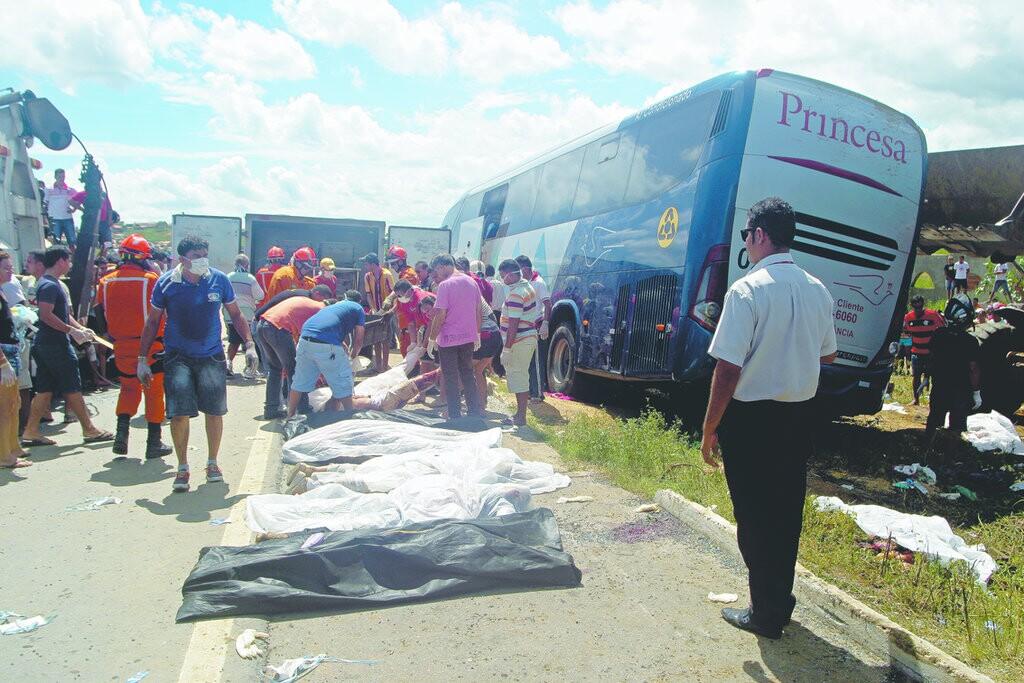 Acidente de ônibus em Canindé