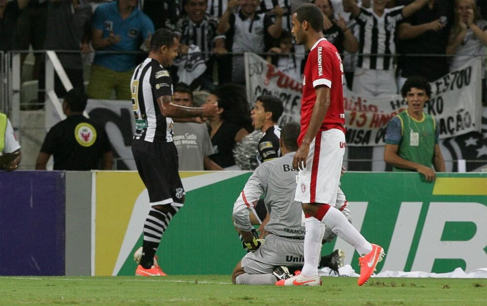 Eusébio marca D'Alessandro em 2011: Vovô leva vantagem no histórico do confronto