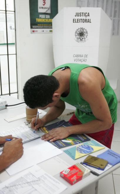 Ceará apresentou uma redução no número de eleitores com 16 e 17 anos, passando de 165.932 eleitores em 2010 para 130.153 este ano