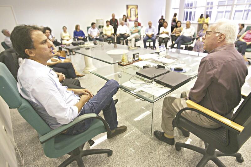 Camilo Santana foi à Reitoria da Uece, com os seus companheiros de chapa, falar sobre suas propostas para o ensino superior no Estado