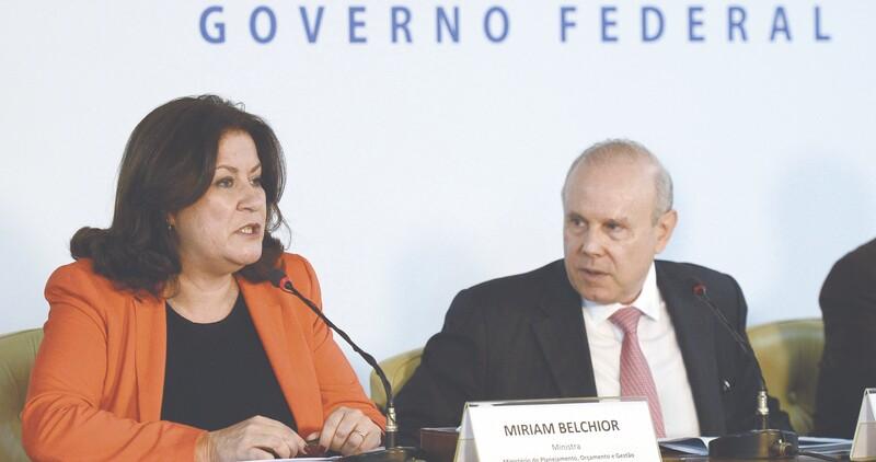O anúncio foi feito ontem pela ministra do Planejamento, Miriam Belchior, ao lado do ministro da Fazenda, Guido Mantega, depois de entregar a proposta ao presidente o Congresso, Renan Calheiros