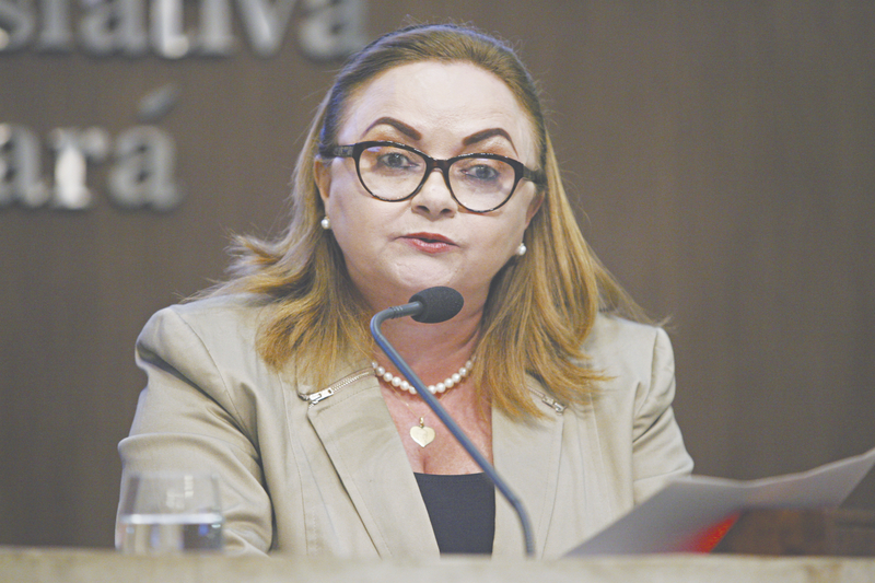 A candidata Eliane Novais é a que menos tem ido ao Interior, restringindo-se aos municípios da Região Metropolitana de Fortaleza