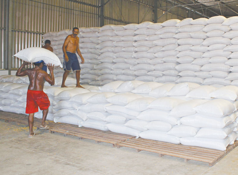 Armazém da Conab em Iguatu, ontem de manhã, deu início à estocagem