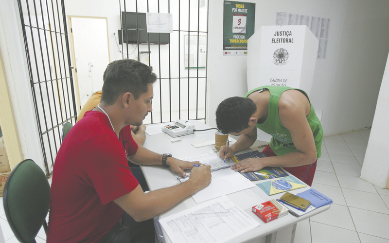 Presos cearenses ainda não sentenciados têm o direito de votar nas unidades prisionais desde 2004. Os presídios vão dispor de uma sala com urna e mesários, de forma semelhante ao que acontece em outros locais de votação