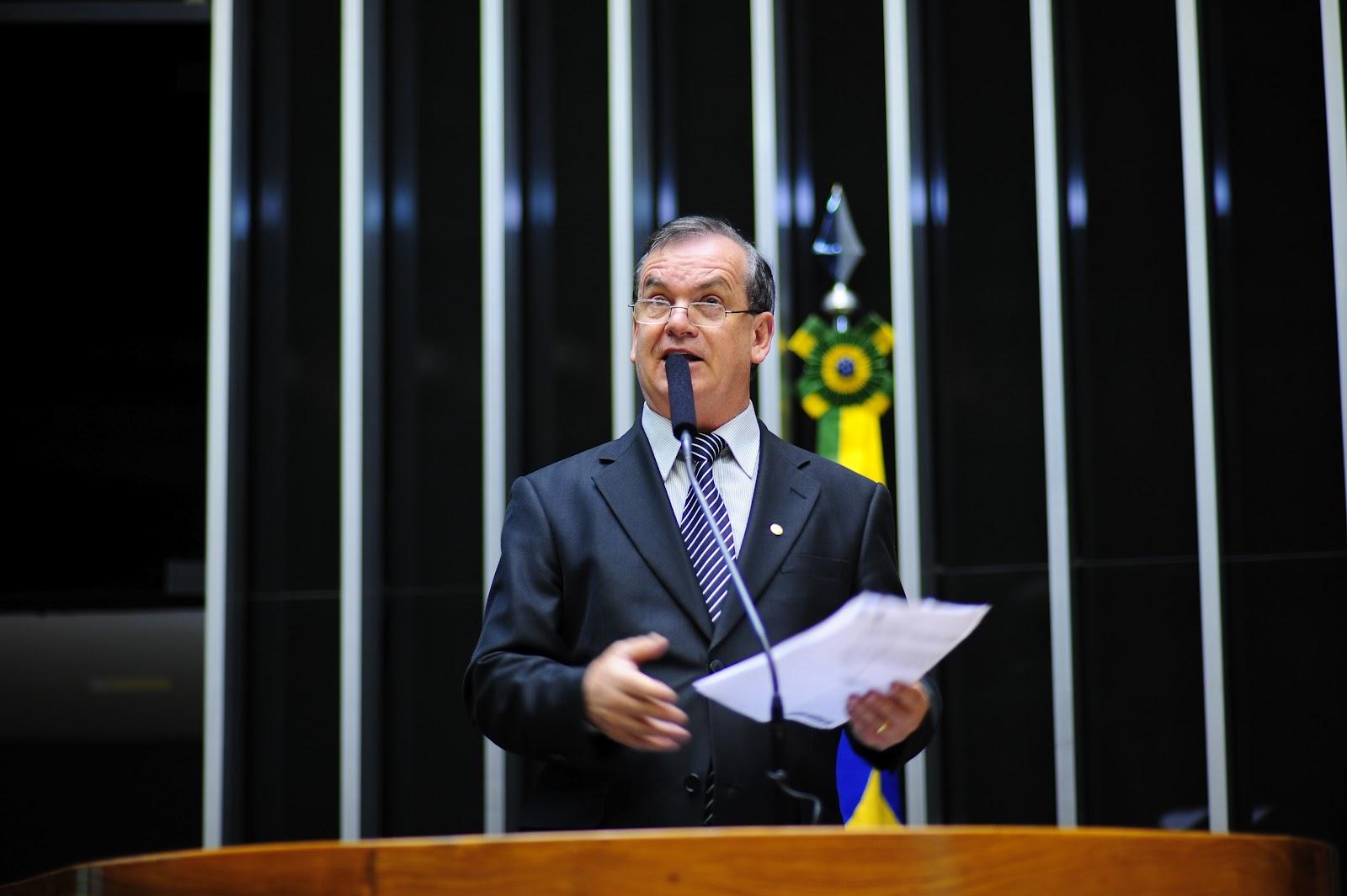 Rogério Peninha (PMDB-SC) quer criar normas para liberar o comércio de armas e revogar normas do Estatuto do Desarmamento; Câmara vai debater projeto