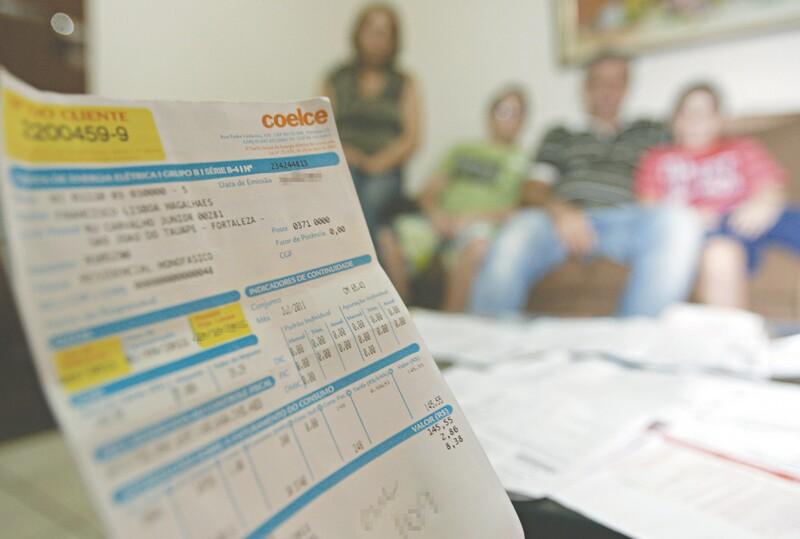 Além do sistema de bandeiras tarifárias, que entrou em vigor em 1º de janeiro e já faz o consumidor pagar tarifas diferenciadas todo mês, haverá também a implementação da tarifa extra (em março) e a ordinária (em abril)