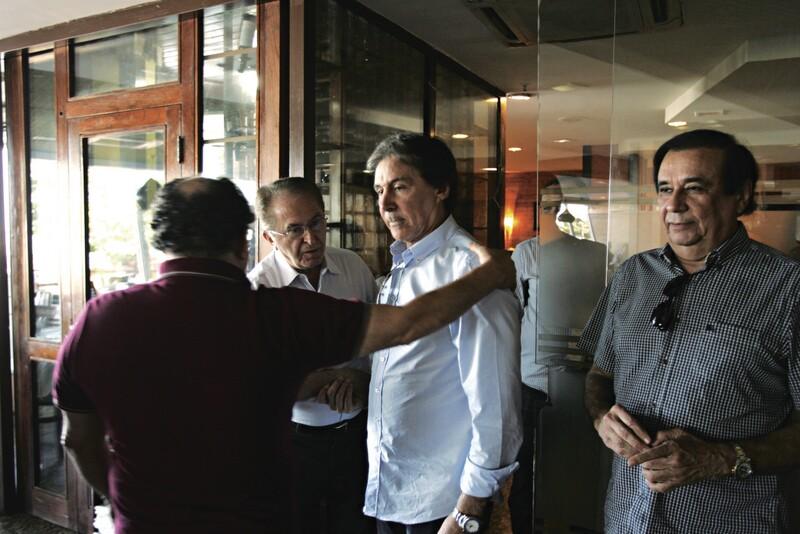 O senador Eunício Oliveira quer montar escritórios de assessoria na Capital e no Interior para monitorar as ações do Governo do Estado e orientar opositores da gestão estadual com mandato parlamentar