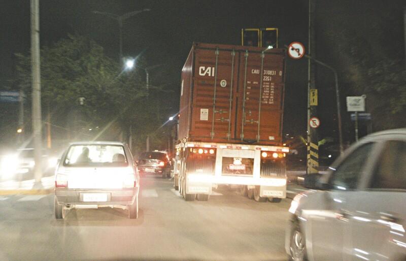 Às 22h de ontem, a via já estava liberada e o fluxo de veículos era normal. Conforme a PRF, os caminhoneiros aceitaram as promessas do Governo