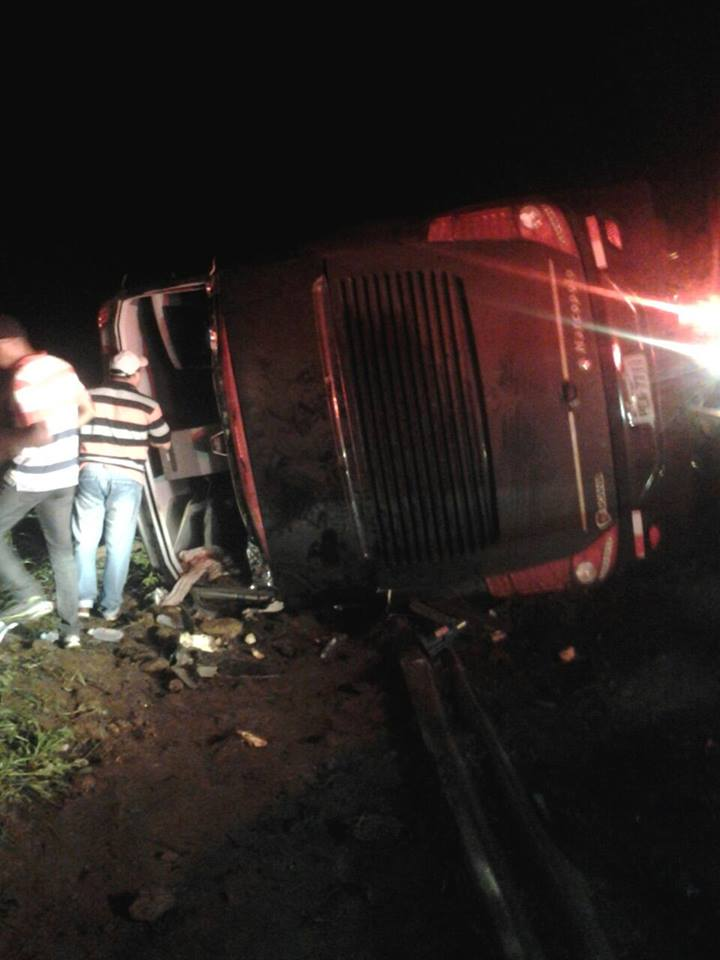 As quatro pessoas que sofreram lesões graves foram encaminhadas para o Instituto José Frota (IJF)