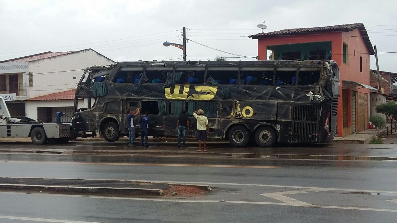 No total, 27 pessoas estavam sendo transportadas no ônibus