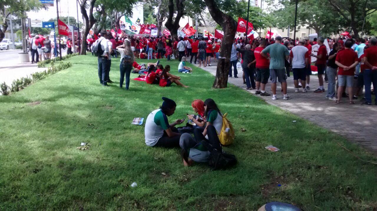 A concentração aconteceu na Praça da Imprensa, no bairro Dionísio Torres