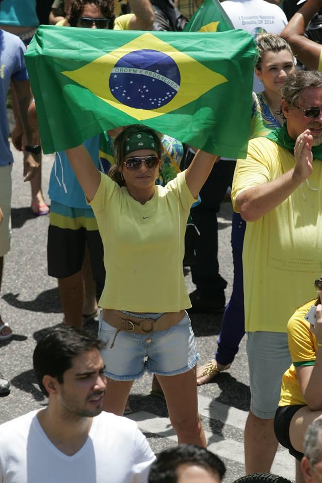 Milhares de pessoas de reuniram na manhã deste domingo como parte de um ato nacional de descontentamento com a corrupção no País. Foto: Kléber A. Gonçalves
