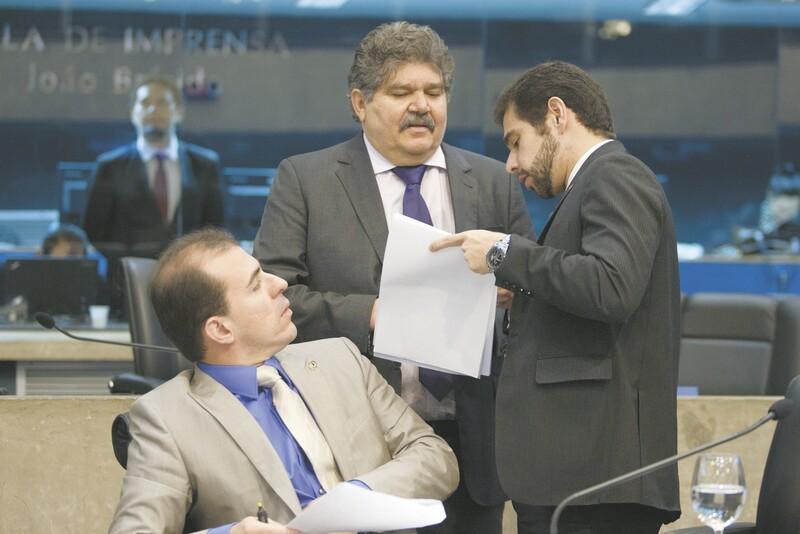 O autor do requerimento, Welington Landim (PROS), pede apoio ao vice-líder do Governo na Assembleia, Júlio César, e a Joaquim Noronha, membro da Mesa Diretora