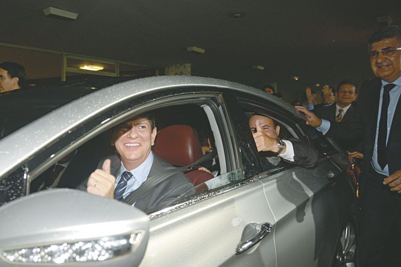 Cid Gomes no momento que deixava o prédio do Congresso Nacional para entregar o cargo de ministro, no último dia 18