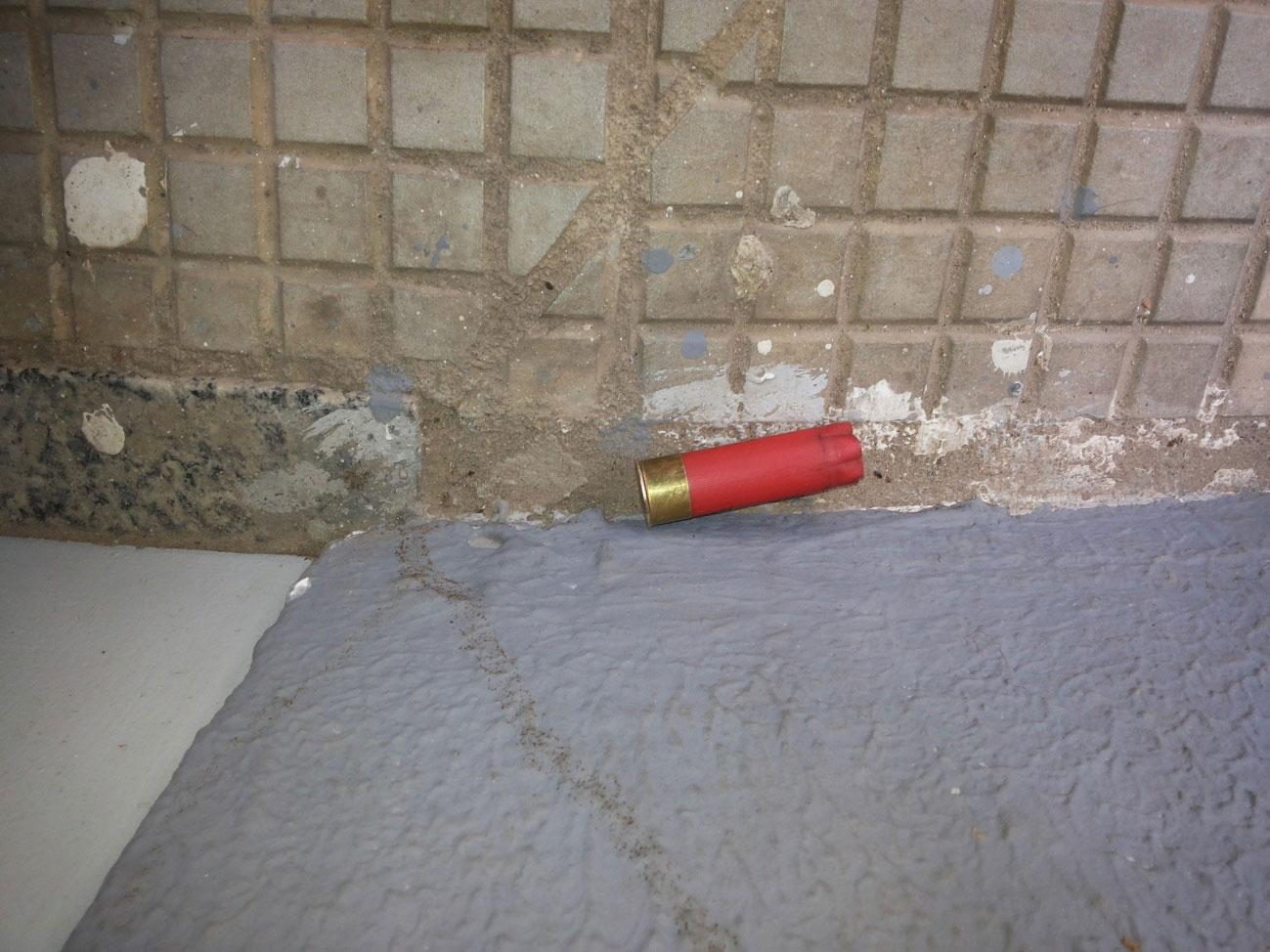 No local, cápsulas foram encontradas pelo chão da agência