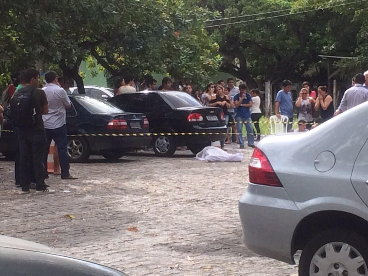 Jovem foi encontrado no estacionamento da instituição