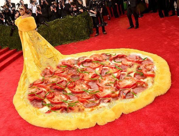 O look foi comparado a uma pizza