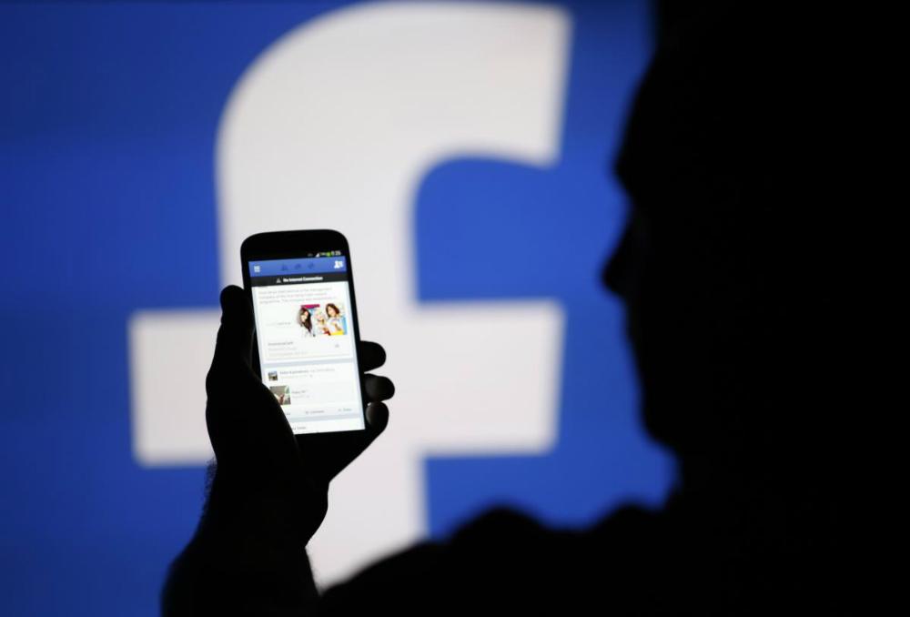 Facebook quer impedir vendas de armas entre particulares em sua rede
