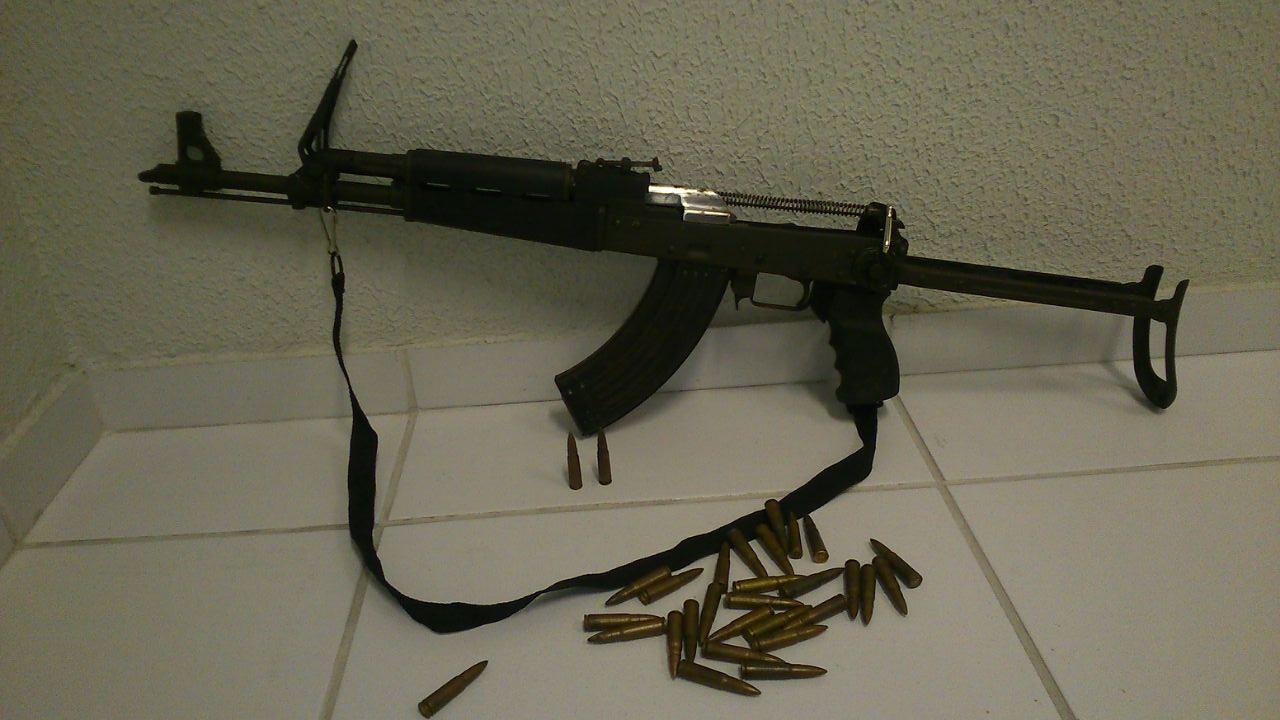 Homem é preso com fuzil que teria sido comprado na Feira da Parangaba