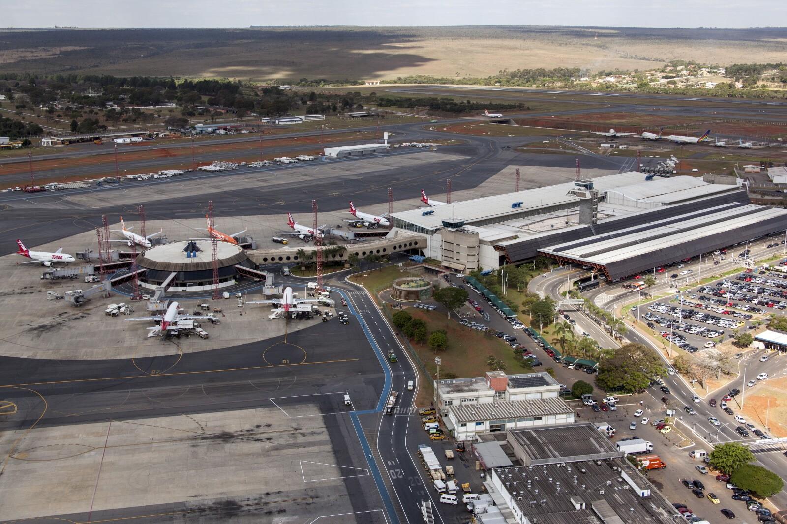 Aeroporto Juscelino Kubitschek : Avião com destino aos eua faz pouso não previsto em