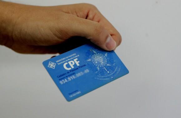 do Banco do Brasil e da Caixa Econômica Federal, com a cobrança de R