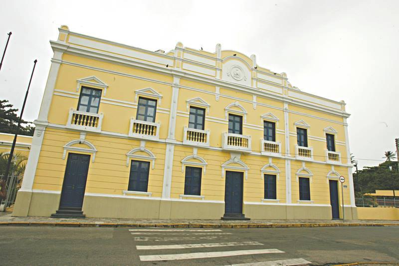 Ceará tem noite de ataques a prédios públicos e carros