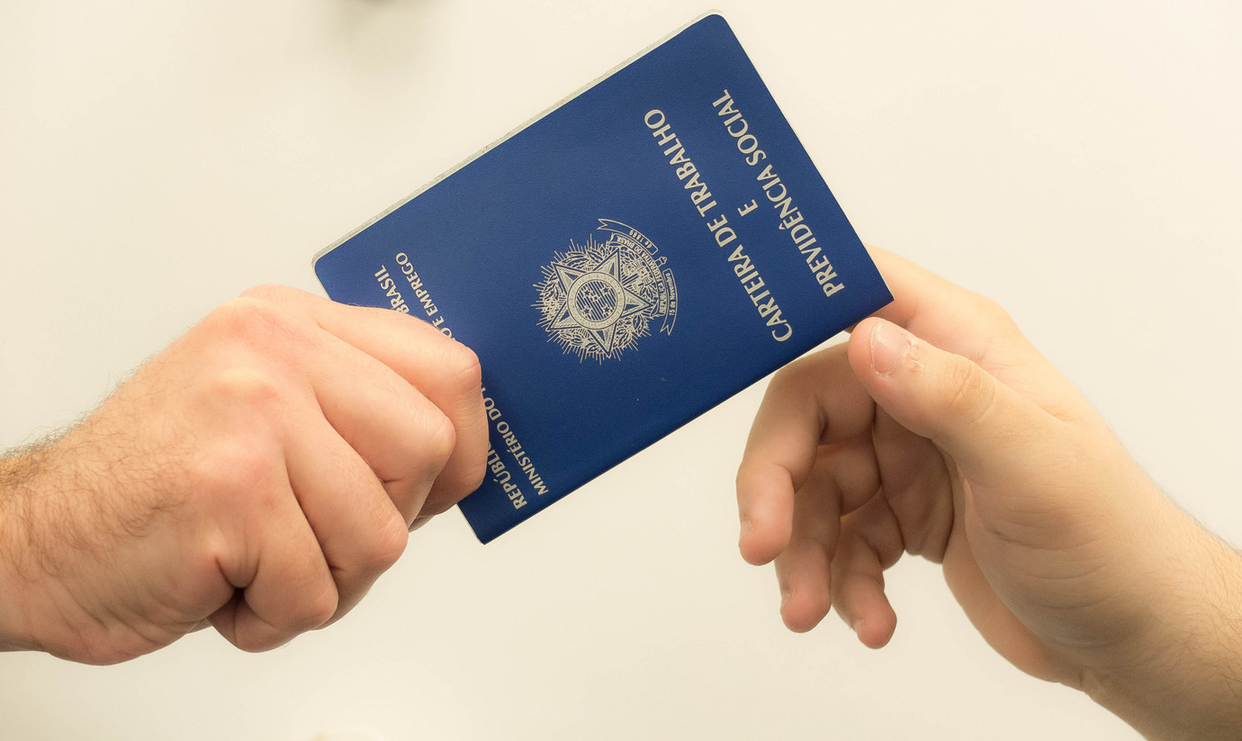 ATUALIZADA - Governo estuda usar FGTS para poupar seguro-desemprego