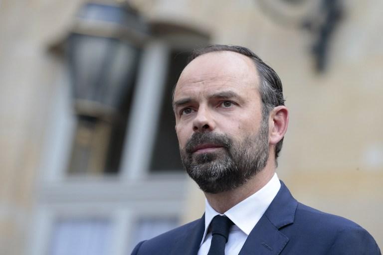 França/Eleições: Macron designa autarca de direita moderado para primeiro-ministro
