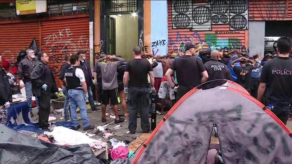 Polícia prende 38 na Cracolândia e região e desmonta feira de drogas