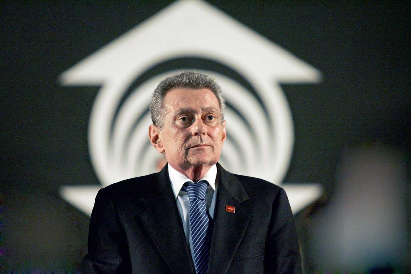 Morre o chanceler Aírton Queiroz, deixando legado de arte e cultura