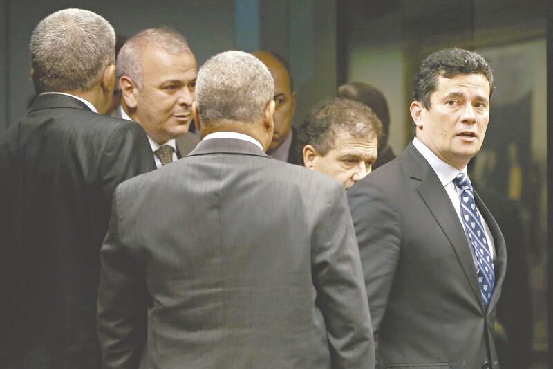'Achava que Moro ia recusar acusação', diz Lula em entrevista