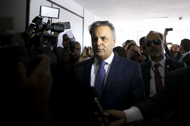 Para segurar PSDB na base, Temer convida Aécio para jantar no Jaburu
