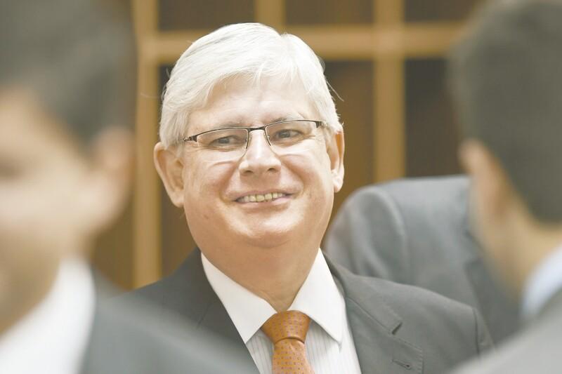 Janot pede inclusão de presidente Temer em investigação contra PMDB