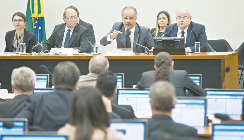 Comissão mantém fundo público para financiar campanhas eleitorais