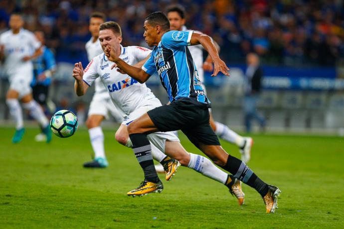 Nada de descanso: Léo, do Fluminense, quer foco na Primeira Liga