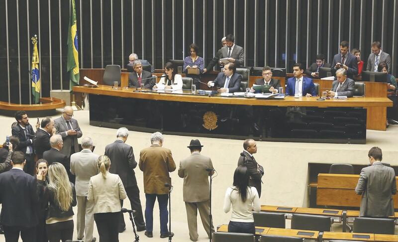 Reforma política: comissão retira 'bingos' e aprova desconto a multas