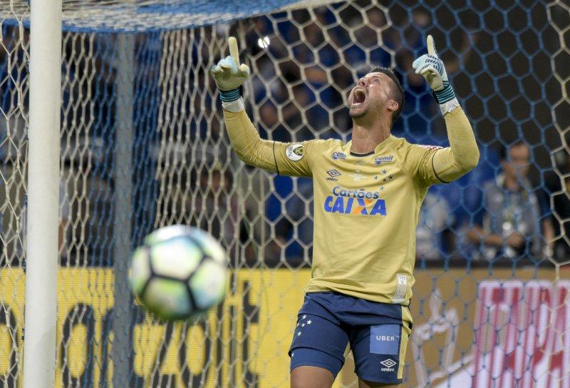 Prováveis times, desfalques, onde ver e palpites — Cruzeiro x Corinthians
