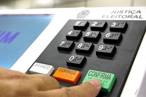 Supremo suspende julgamento sobre validade da Lei da Ficha Limpa