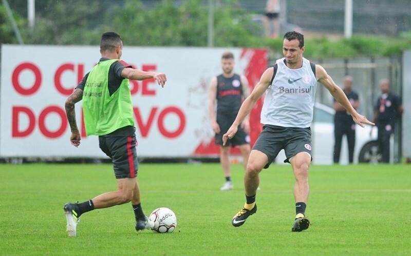 Leandro Damião continua sem treinar com o elenco do Inter