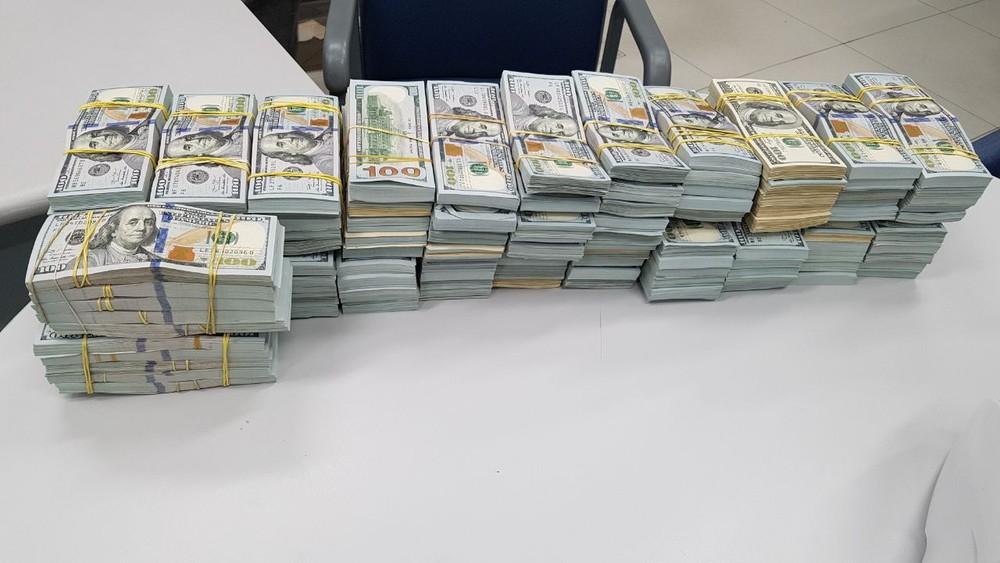 Homem é preso com R$ 12 milhões grande Curitiba
