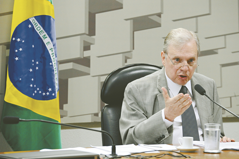 Tasso comunica candidatura à presidência do PSDB em dezembro