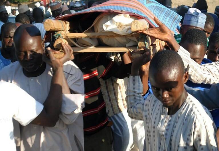 Ataque com bombista suicida faz 50 mortos em mesquita na Nigéria