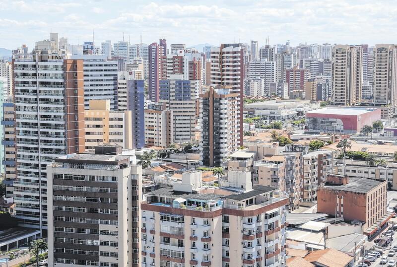 População brasileira é basicamente formada de pardos e brancos, diz IBGE