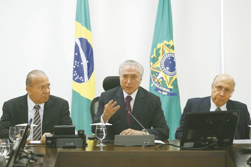 Temer diz não acreditar que candidatura de Meirelles atrapalhe reformas