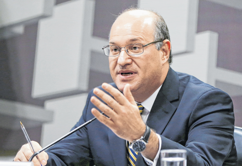 Meirelles: Não há nada decidido sobre reduzir juros do cheque especial