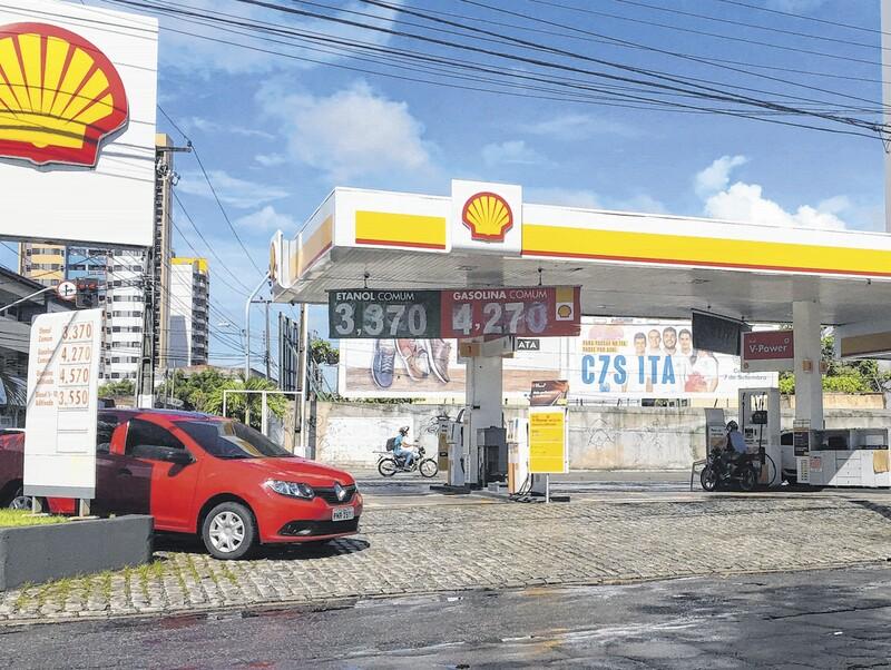 Gasolina tem preço mínimo de R$ 4,27 em Fortaleza