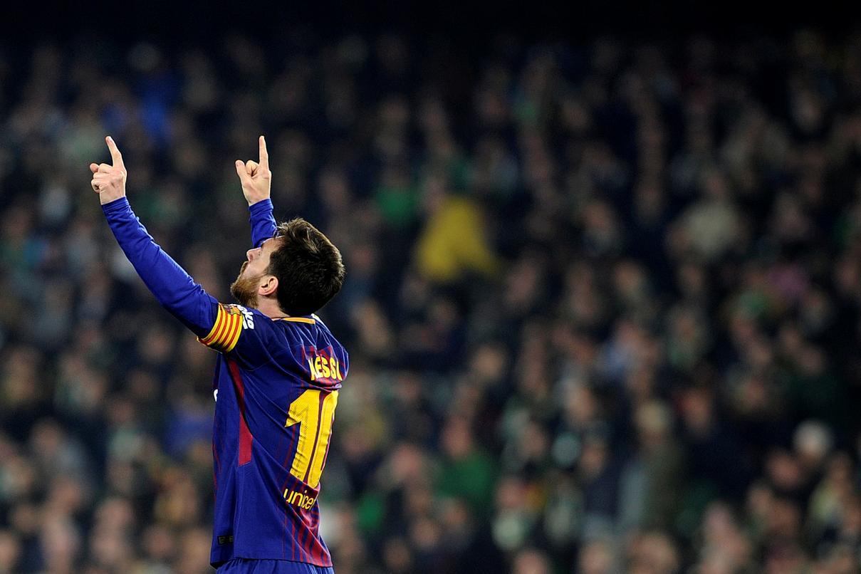 Após goleada do Barcelona, Messi posa com filho de rival do Betis