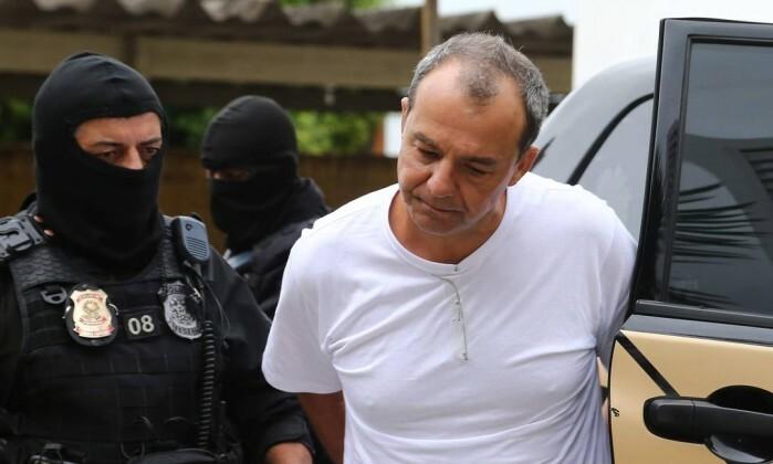 PF diz que Cabral acorrentado e algemado segue protocolo de segurança